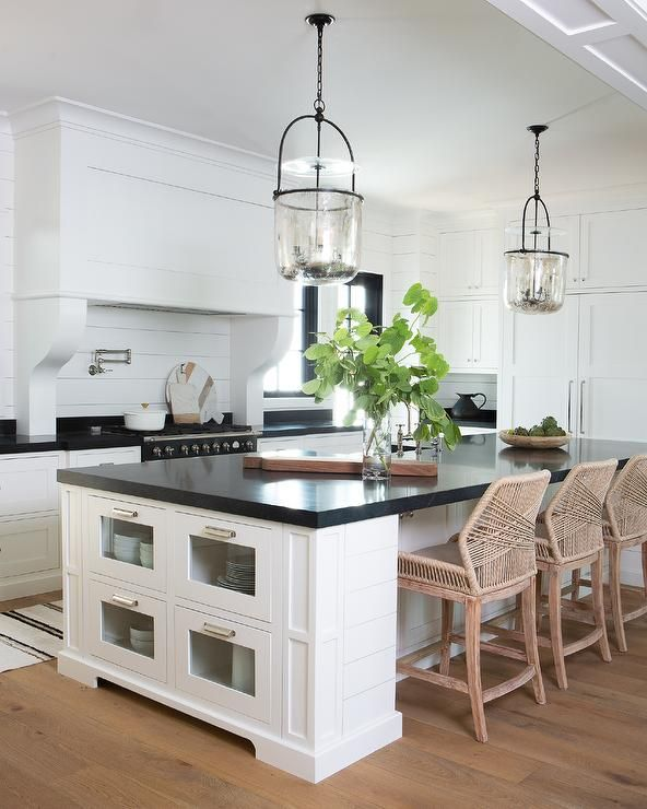 Jjo Urban Kitchen Modern Fitted Kitchens: Glass Front Drawers Are Fitted At The Side Of A White