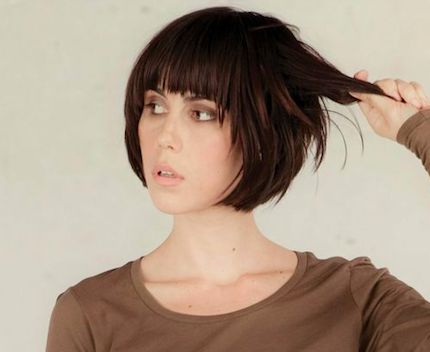 Short bob with bangs. I think I'm Honda cut my hair like this very soon!!!