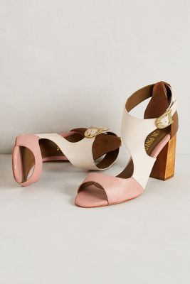 Lvve these #shoes in time for spring. The mix of colors and hardware detail are amazing. #fashion