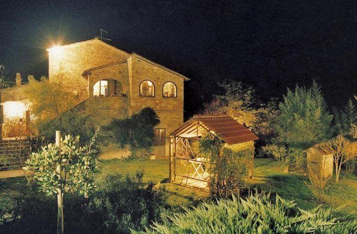 Erfahren Sie Näheres über den Bauernhof Nibbiano. Er befindet sich in Hügellandschaft in Montepulciano (Siena), bietet Nur Übernachtung, Halbpension, Übernachtung mit Frühstück in Wohnung Zimmer - Montepulciano.