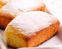 Petits cakes à la compote de pommes : http://www.fourchette-et-bikini.fr/recettes/recettes-minceur/petits-cakes-a-la-compote-de-pommes.html