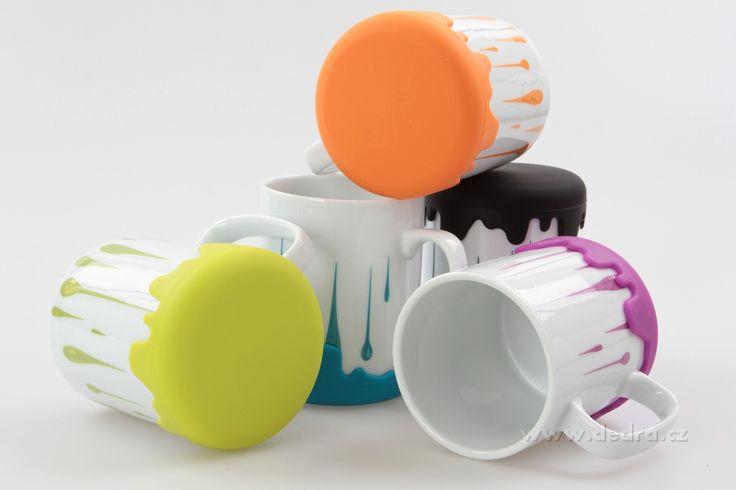 Veľký porcelánový hrnček Hrnček var! porcelán / silikón jasne zelený, výš.11 cm, obj.450 ml | DEDRA SLOVAKIA - darčeky do bytu a do domácnosti