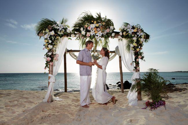Después de la boda, escápate a una isla feliz. Playas de arena blanca, un clima ideal con vientos frescos y templados, además de la gente amable y cálida, son solo algunas de las razones para elegir Aruba: un destino ideal para recién casados.