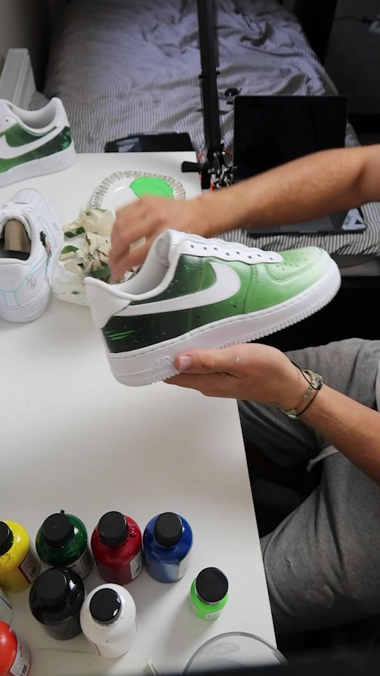 Untaping Faded Nikes 🍃