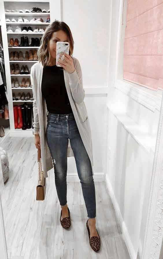 Jeans + t-shirt + maxi cardigan. Look básico mas com estilo.