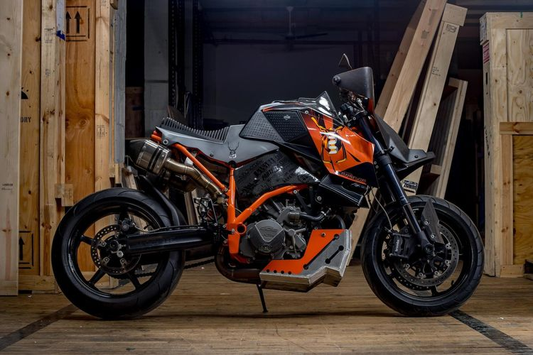 2008 KTM 990 Super Duke R Custom – estimated to sell between $10,000 – $15,000. Called SuperSpinne (which is German for Super Spider), this crazy KTM was built by Mark Dugally of MADercycles. The styling is a bit too outrageous for me but it's definitely one of a kind.