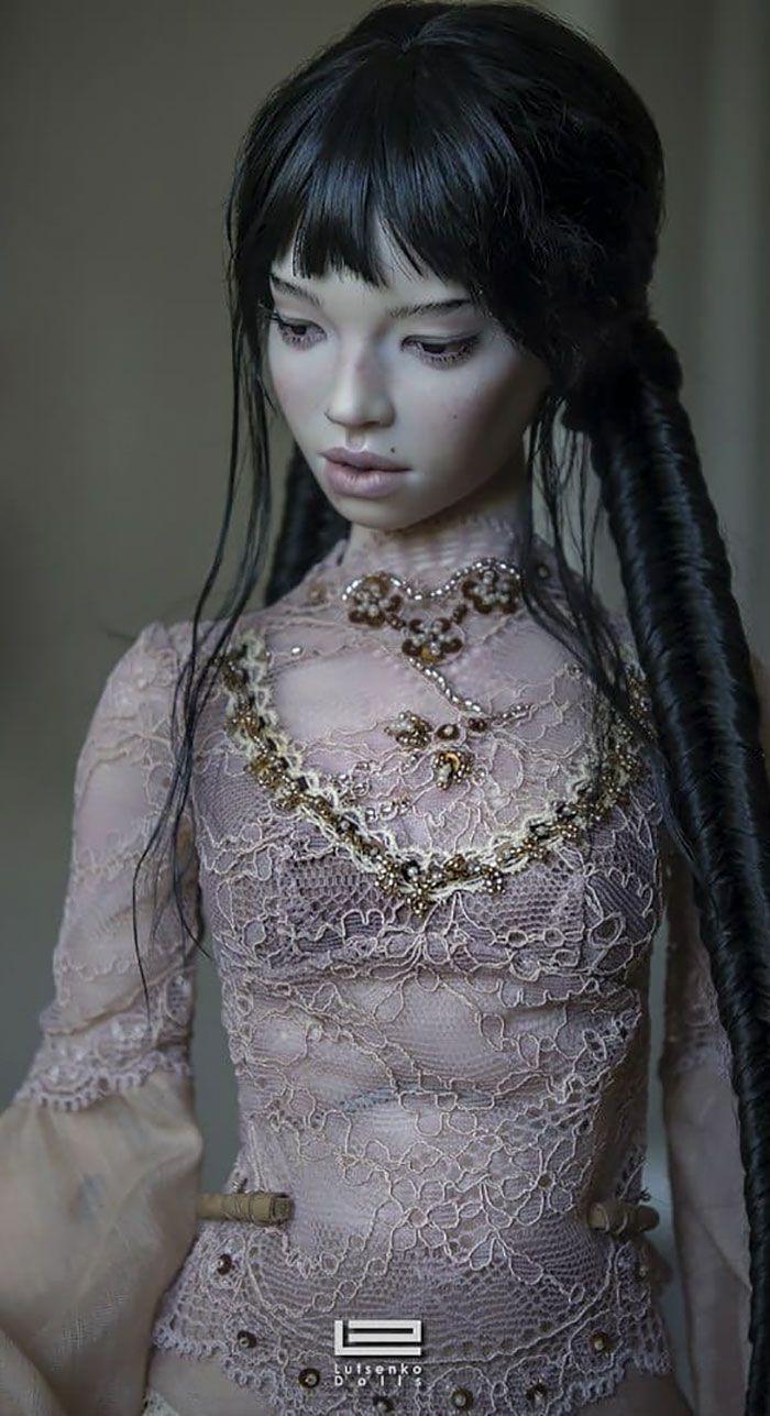 Casal russo faz bonecas realistas que vão fazer você acreditar que são mini humanos