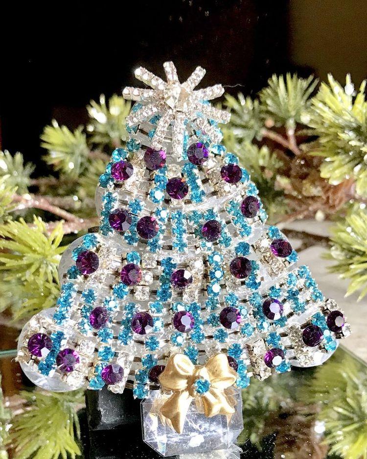 62a21f05191 Aqua & Amethyst Purple Vintage Rhinestone Christmas Tree Pin Brooch LaHeir