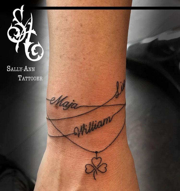 84 vind-ik-leuks, 5 reacties - Sally-Ann Clay Lannard (@sallyann_tattooer) op Instagram: '#bracelet #bracelettattoo #linetattoo #fineline #finelinetattoo #finelinebracelet…'