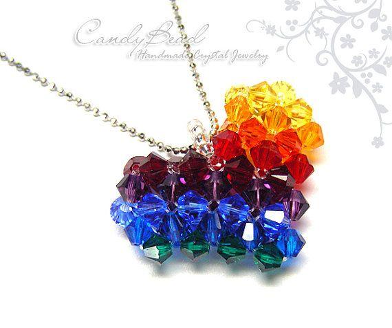 35ce72d7a Arco iris oscuro corazón colgante, collar de cristal Swarovski por CandyBead,  muy bonita!