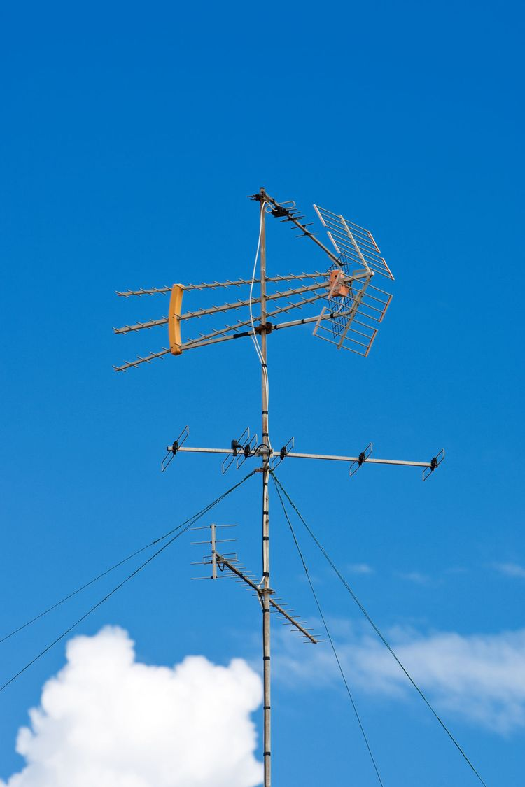 How to Make a Homemade TV Antenna (Explained With Pictures)