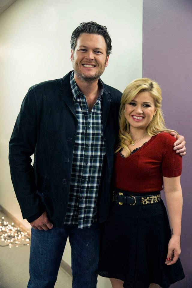 Kelly Clarkson\'s Cautionary Christmas Music Tale