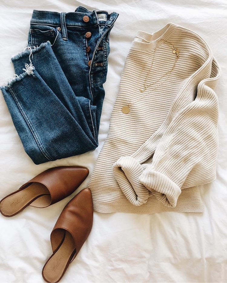 """Jenna Tropea   Lilly & Grant on Instagram: """"The epitome of #weekendcozy: a soft sweater and good jeans that hide brunch. 😂 Shop my outfit in the @liketoknow.it app and get 10% off my…"""""""