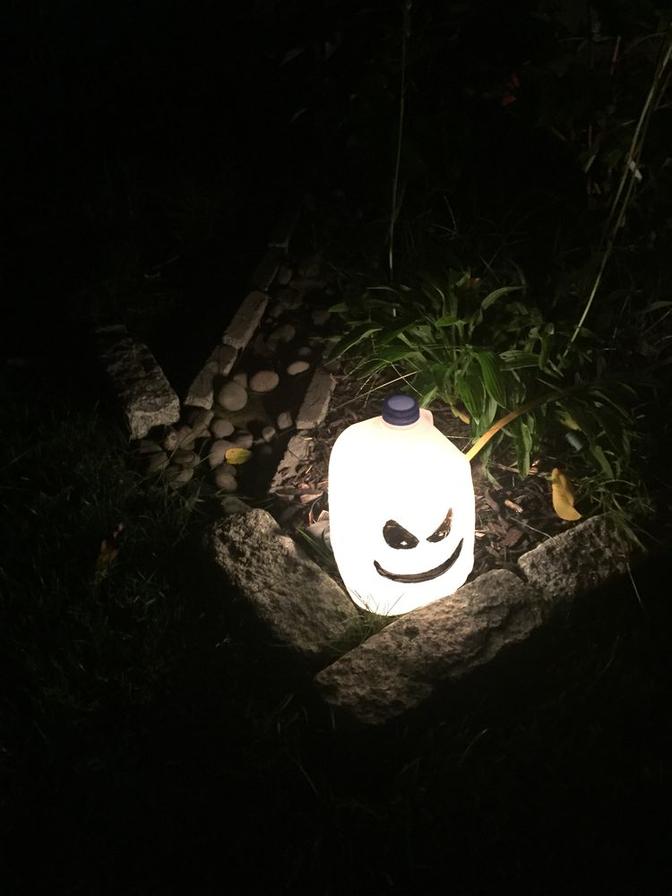 luces de halloween con garrafas