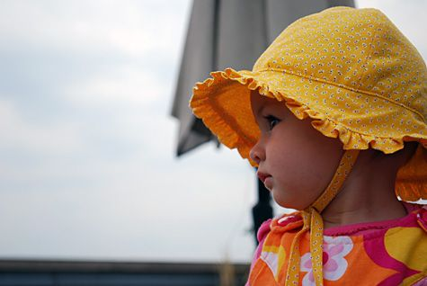 e9062bb78a5 free pattern for ruffled baby sun hat with ties...pattern is for 6