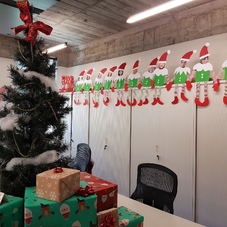 picture santa paper art for office cubicle christmas decoration with christmas tree and gifts - Office Cubicle Christmas Decorating Pictures