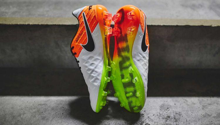 91ec884ccfd Closer Look | Nike Radiant Reveal Pack