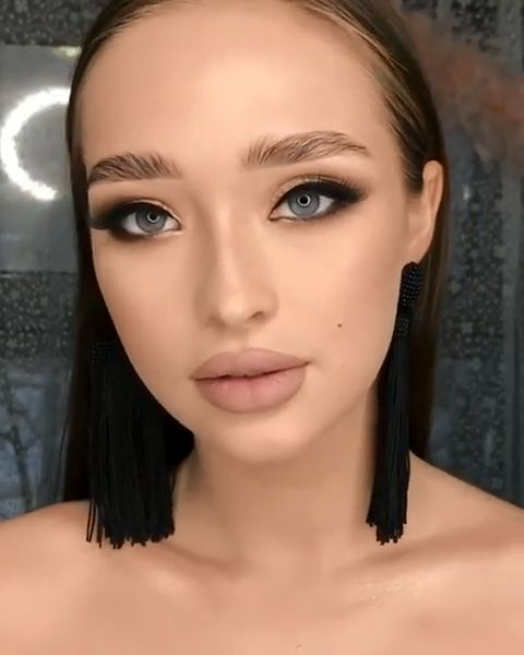 Médio: Fundação Maquiagem: Alvo
