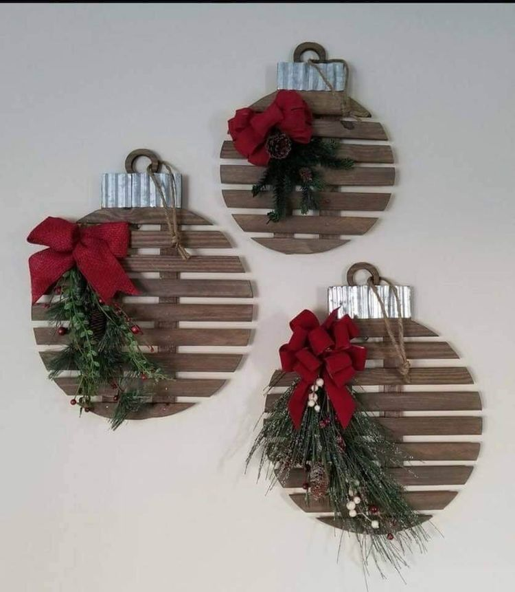 36+ Creative Christmas Wall Decor Ideas & Projects For 2019