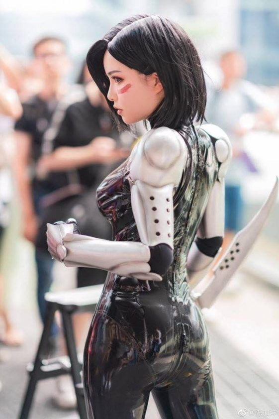 Alita Battle Angel May Look Strange but These cosplayer Own it - LOL WHY