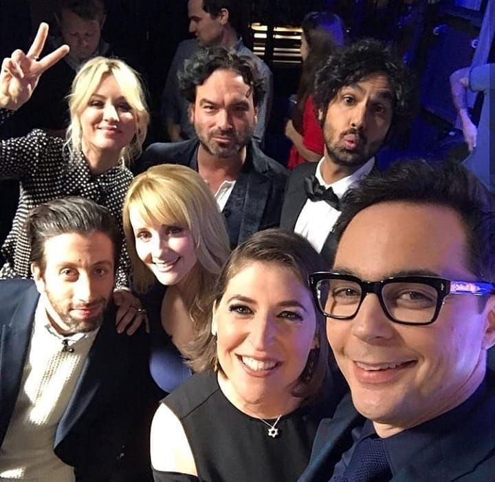 "The Big Bang Theory on Instagram: ""Selfie do Elenco #tbbt #tbbtforever #thebigbangtheory #bigbangtheory #jimparsons #mayimbialik #kaleycuoco #kunalnayyar #melissarauch…"""