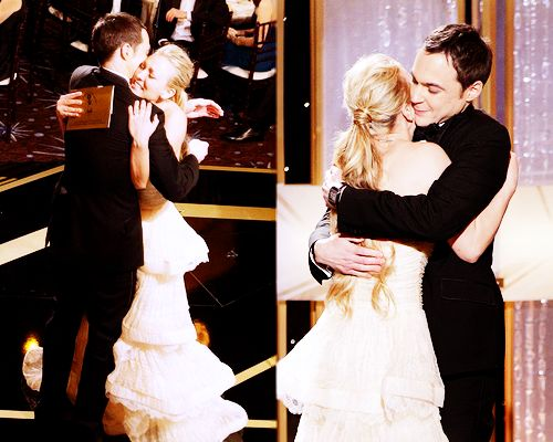 Kaley Cuoco giving Jim Parsons his Golden Globe! Adorable.