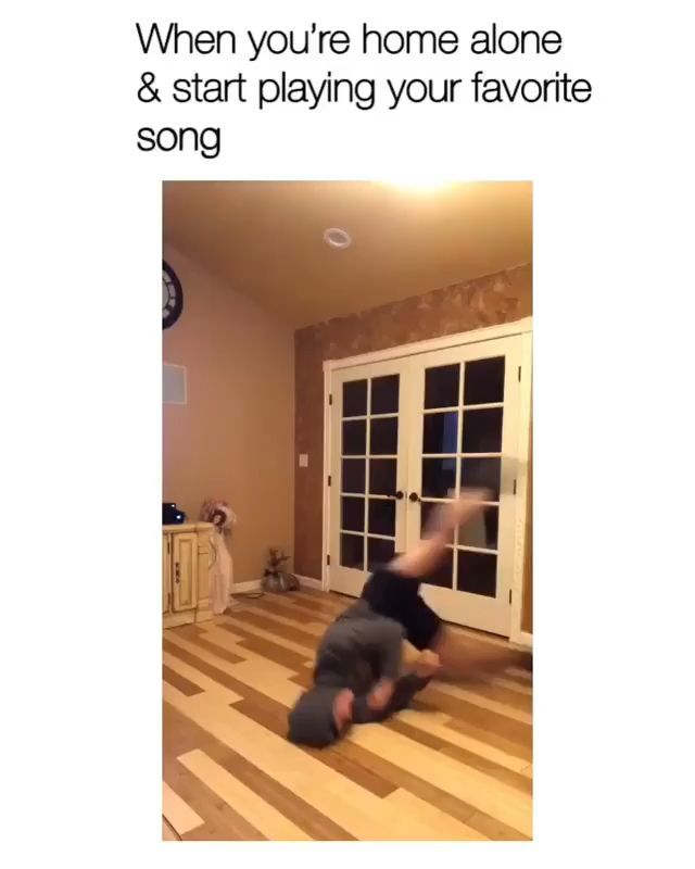 Trending Memes (@trendingmemespage) • Instagram photos and videos #funnyvideos When you're home alone & start playing your favorite song.