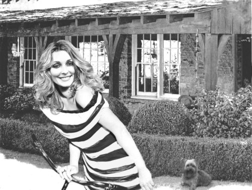Sharon Tate, in front of the house at 10050 Cielo Drive in