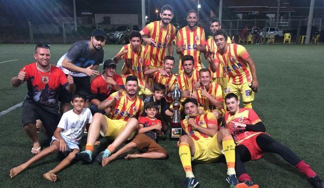 Entre Amigos vence Torneio Via Sports com goleada 78a6ab3aef1e4
