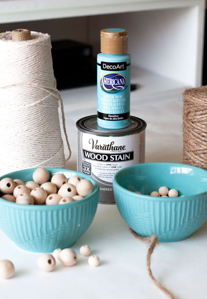 This tutorial shows you how to make a wood bead garland with a coast farmhouse style! The additional ombre look adds more interest, making this diy wood bead garland perfect for many home decor styles!#myweeabode #woodbeadgarland #coastalfarmhouse #ombrestle #ombrecraft