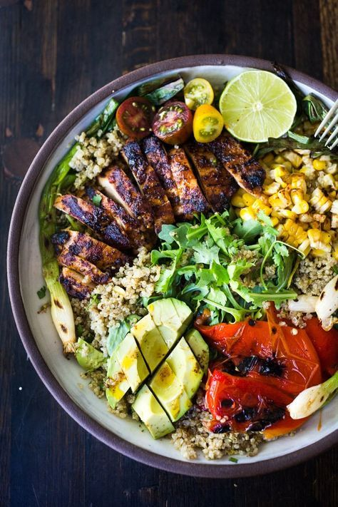 Chipotle Grilled Chicken Salad with Grilled Corn, Peppers & Arugula // chipotle grilled chicken, grilled corn, grilled bell pepepr, charred scallions, quinoa, arugula, avocado, cilantro, cherry tomatoes in chipotle lime dressing