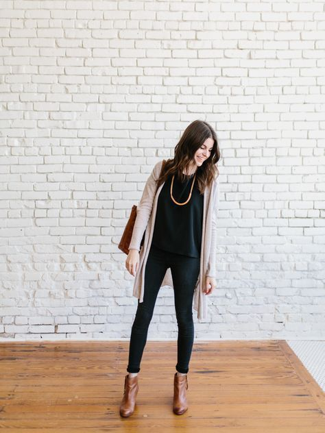 Well, the spring 10×10 is officially winding down.Just ONE more outfit to go! I've had so much fun hosting this challenge with my lovely friendLee of Style Bee, but we're also pretty excited...Read The Post :: Fashion