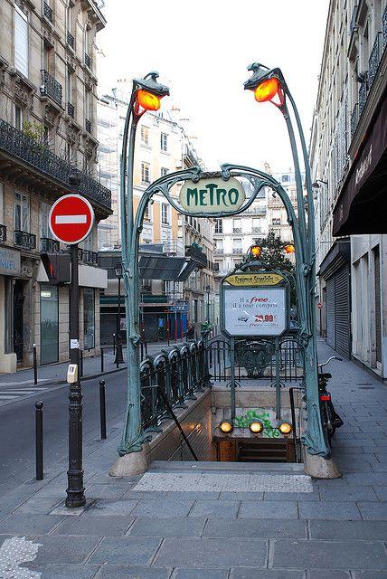 Paris   Metro Reaumur-Sebastopol