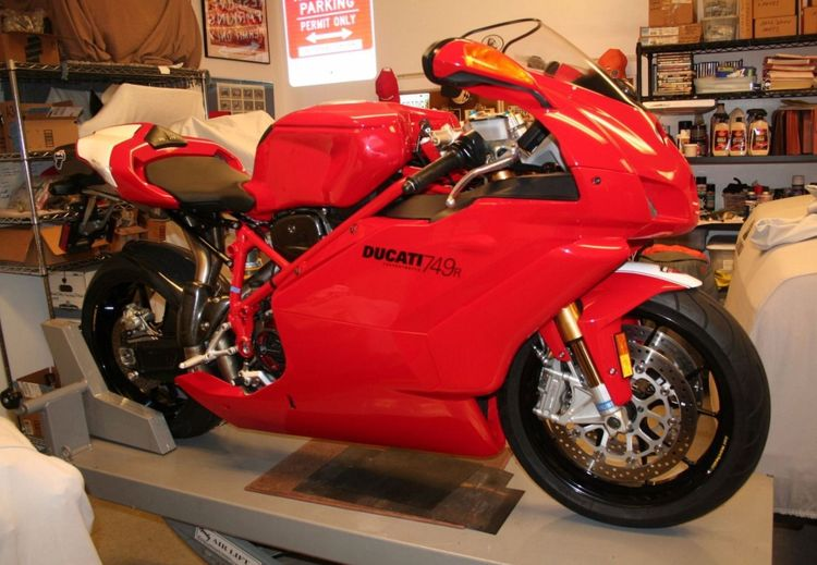 The styling of Ducati's 749R was polarizing: it seems like for every person that liked the way it looked, you could find four people who didn't. But thanks to a slipper clutch, Ohlins suspension, and lower weight (despite a larger fuel tank) than the 749, there was one thing every rider could agree on – this middleweight was a blast to ride.