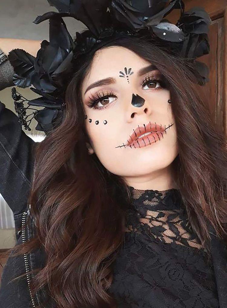 Sydne Style shows easy day of the dead makeup ideas #dayofthedead #diadelosmuertos #maekup #halloween #halloweenmakeup