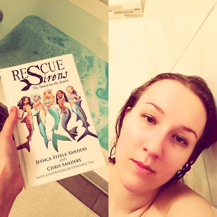 """Courtney Mermaid no Instagram: """"A tecnologia me derrotou hoje.  Isso é eu desistindo e batendo na banheira.  Talvez amanhã as coisas funcionem ... # sereia ..."""