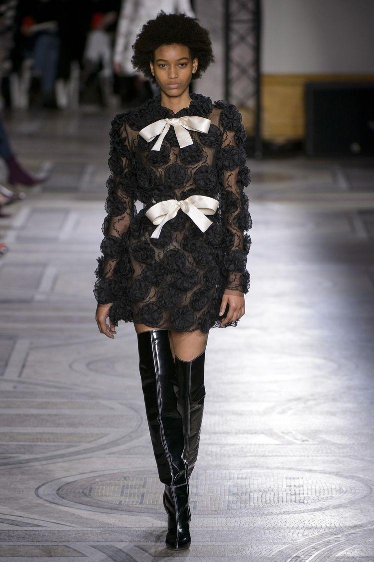 Défilé Giambattista Valli Printemps-été 2018 Haute couture - Madame Figaro a86c3ee8d36