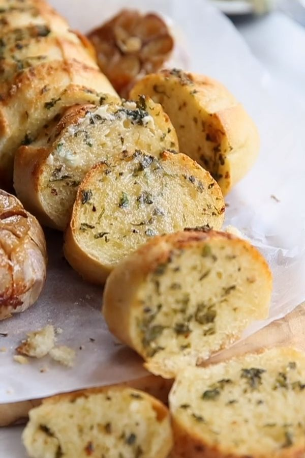 Take your homemade garlic bread to the next level by using roasted garlic! Using minimal ingredients this truly is the ultimate side dish to any meal! #bread #garlicbread #sidedish #appetizer | www.dontgobaconmyheart.co.uk
