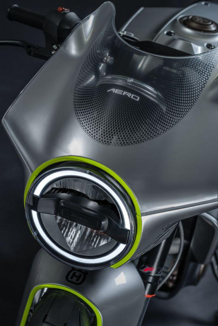 VITPILEN 401 AERO Headlight Detail   CustomBike.cc #husqvarna #caferacer