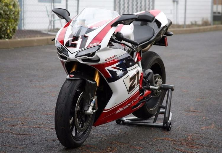 In 2002, Ducati released a Bayliss rep based on the 998S. 7 years later, they did the same (honoring his third and last World Superbike Championship) but with the 1098R, this time limiting production to 150 examples in the US (500 worldwide) with a MSRP of $43,995. This one owner example is now on offer for about 75% of that original figure.