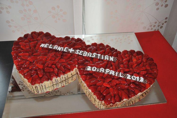 Hochzeitstorte Erdbeerherz Konditorei Pflaum Pegnitz