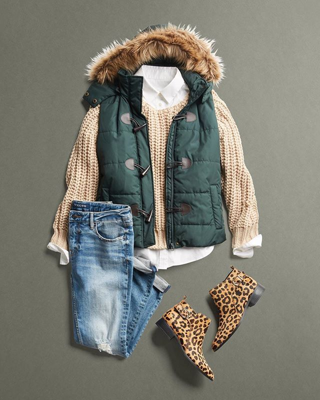If we could, we'd rock a sweater 8 days a week! See easy outfit ideas to stay cozy all week long.