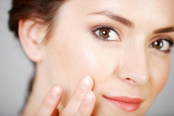 Como aplicar a maquiagem com os dedos
