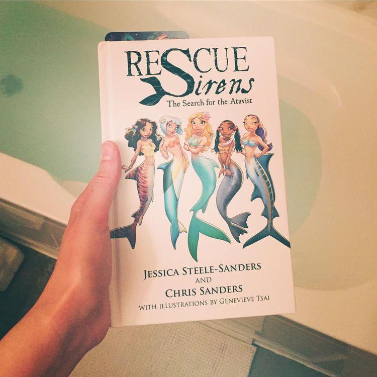 """Courtney Mermaid no Instagram: """"Sobre deslizar na banheira com um dos meus livros favoritos.  Vocês já leram este aqui?  Esta é a segunda vez que leio, preciso…"""