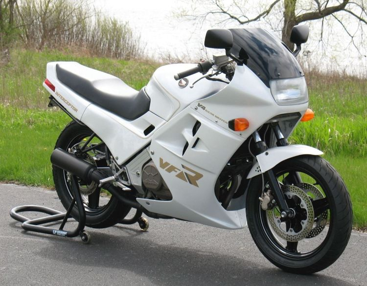 When one's moto-passion centers on an early generation of the iconic Honda Interceptor series, one can be expected to eventually stray from the straight and narrow to build their vision of the model with a more millennial look. That's what occasional Bike-urious contributor Joe Nelson has done with this second-gen VFR700F2.