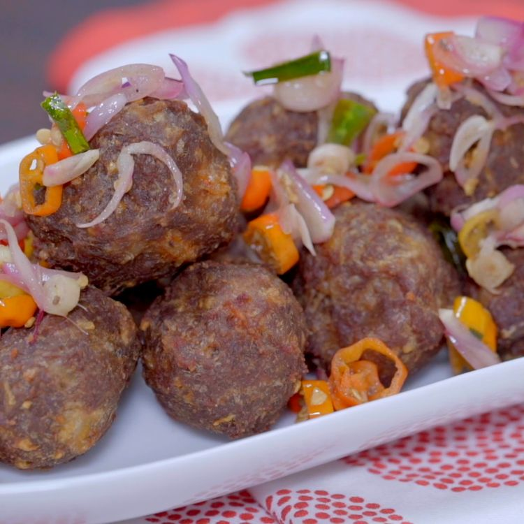 If you crave for meatball yet you don't feel like having a regular soupy one, and also want some spicy and savoury things, Let's try our newest recipe, Fried Meatball with Sambal Matah! The taste of Balinese authentic chilli of the sambal matah is not only great for the grilled fish, but also an ultimate match combined with the fried meatball. The crispiness and tastiness of the fried meatball and the spicy-yet-refreshing of sambal matah will definitely keep you awake. Let's Try!