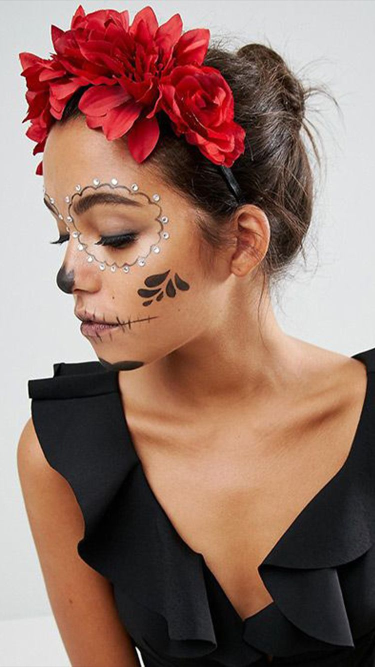 Day of the Dead face paint is inspired by La Catrina, a character created by Mexican artist José Guadalupe Posada. #catrina #makeup