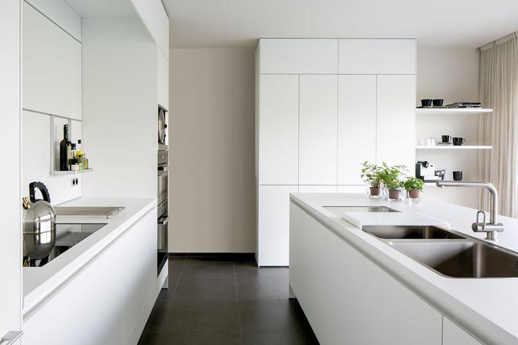 Witte Laminaat Keuken : B keuken in witte laminaat by b vorm brugge photo cafe