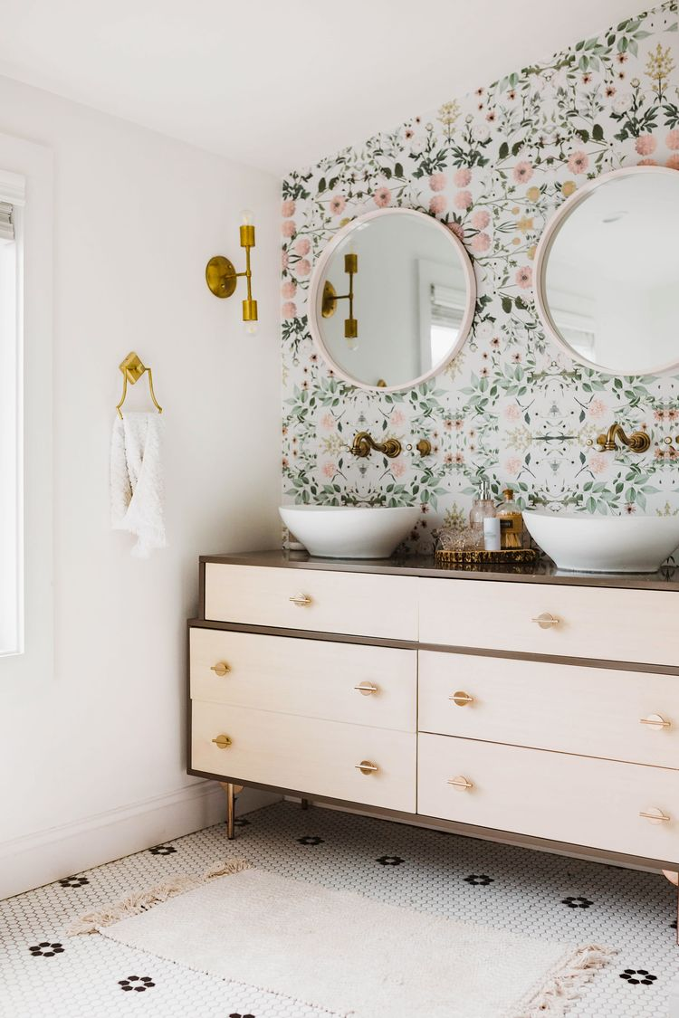 In This Charming Fixer-Upper, a West Elm Dresser Doubles as a Bathroom Vanity #SOdomino #white #room #interiordesign #wall #furniture #chestofdrawers #drawer #floor