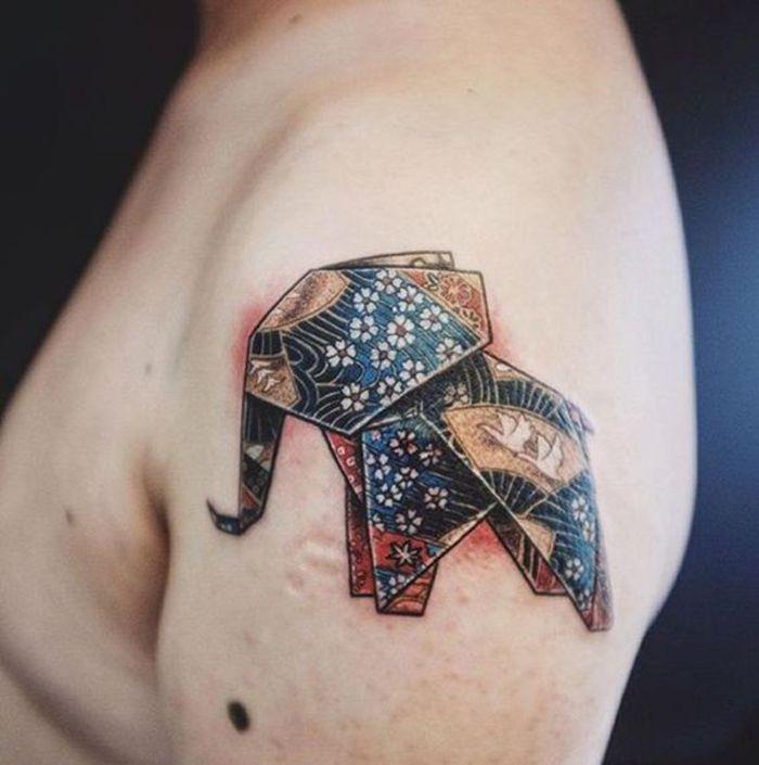 Un Tatouage Geometrique A L Epaule Representant Un Elephan